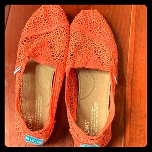 Coral Lace Toms